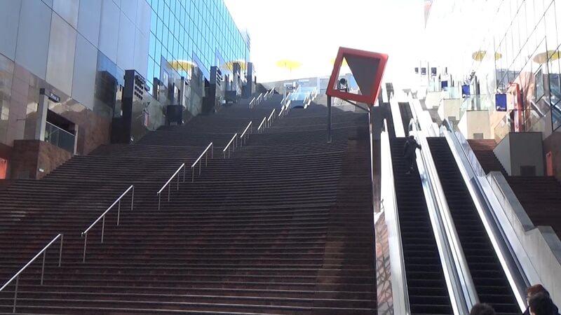 京都駅ビル下から