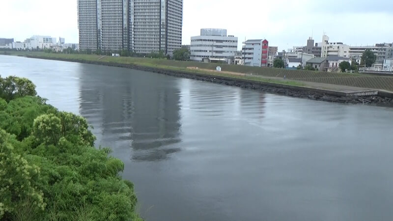 六郷橋から多摩川渡る