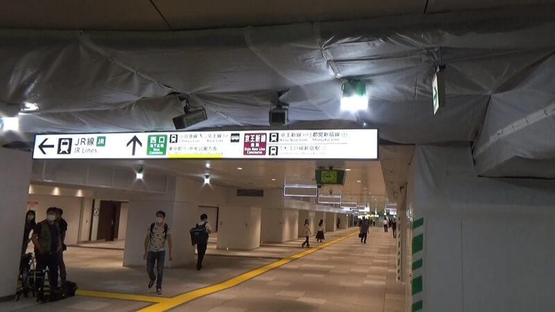 通路 新宿 東西 自由